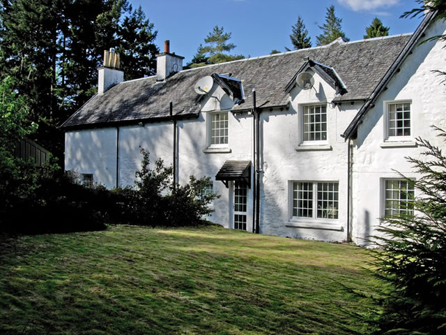 The Cottage at Inverinan Mor by Loch Awe self catering Argyll Scotland