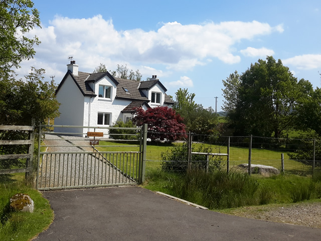 self catering by Loch Shiel - Rowanhill cottage