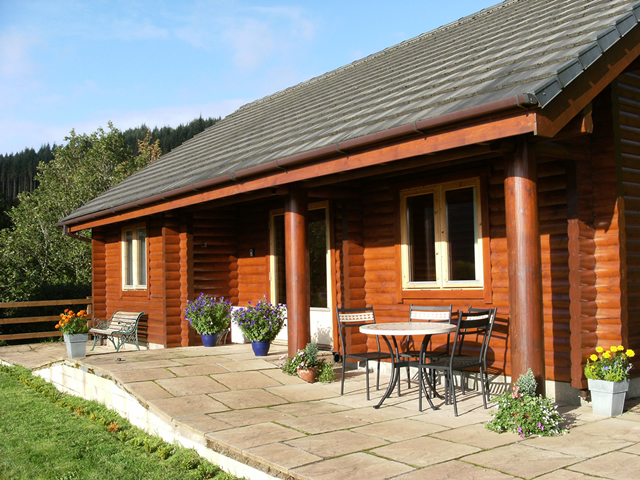 Avich Lodge, self catering log lodge overlooking Loch Avich near Oban